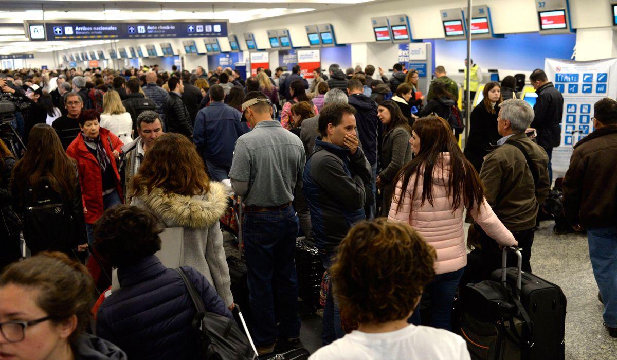 El conflicto pasó a cuarto intermedio y los vuelos comienzan a normalizarse