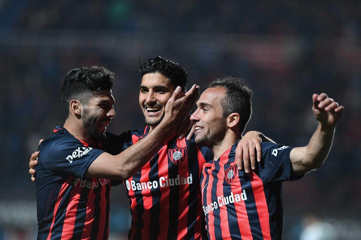 Con el primer gol de Tevez en su vuelta, Boca empató con San Lorenzo