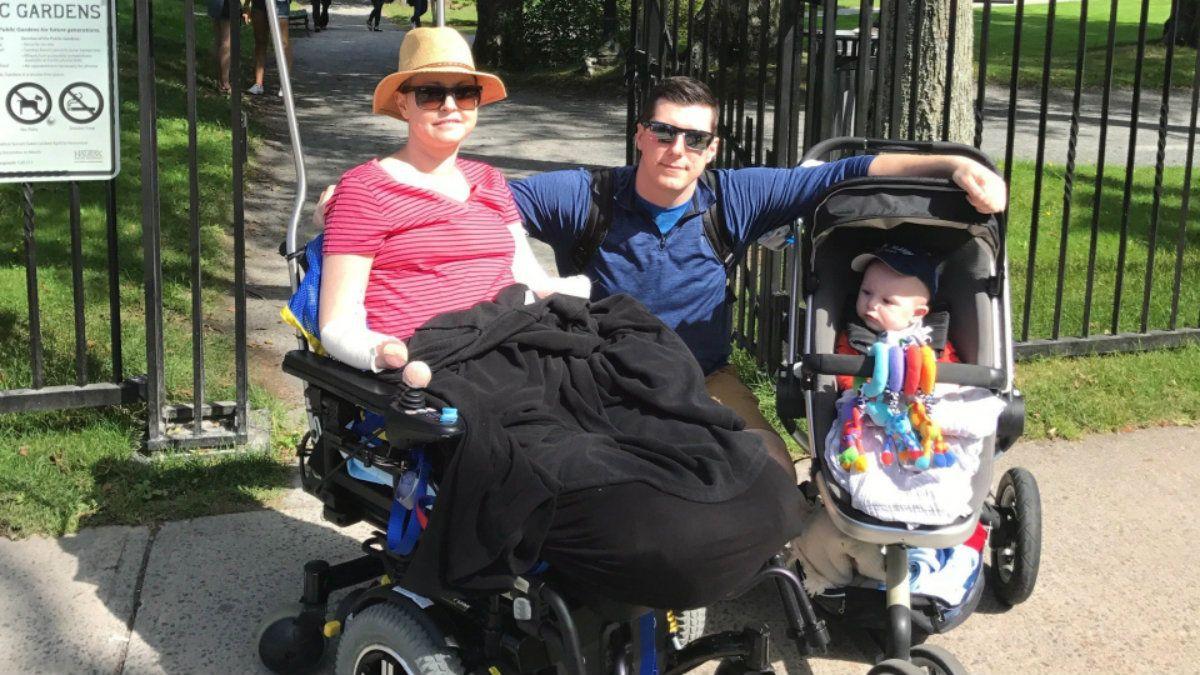 La familia enfrenta una realidad distinta a la esperada tras la llegada de su hijo