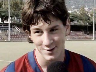 a 13 anos de su debut, el barcelona compartio las mejores jugadas de messi en las inferiores