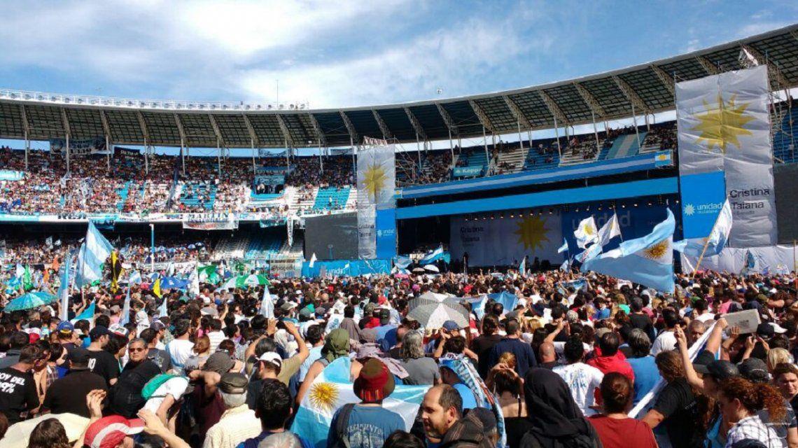 Con un estadio repleto, Cristina cerró su campaña en Avellaneda