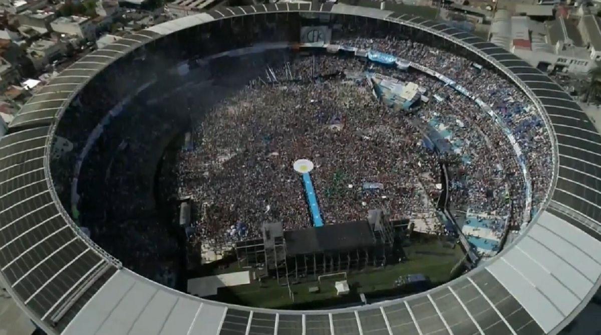 Cierre de campaña de Cristina: estadio colmado y un micrófono lenteja