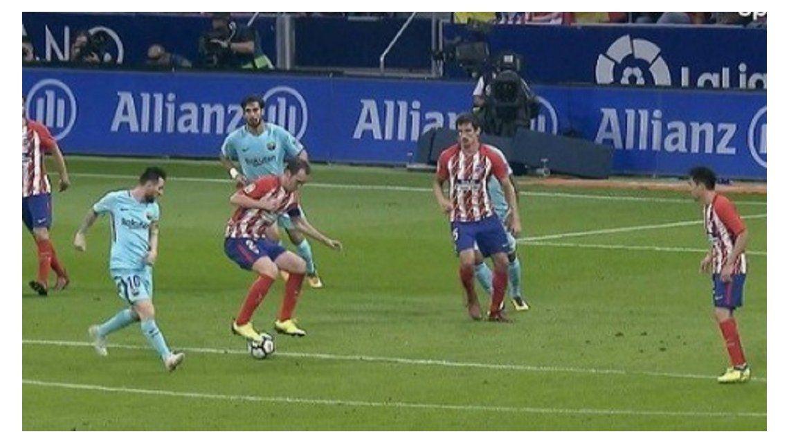 Al defensor no le temblaron las piernas y dejó pagando al argentino