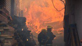 Ocho dotaciones de bomberos combatían las llamas