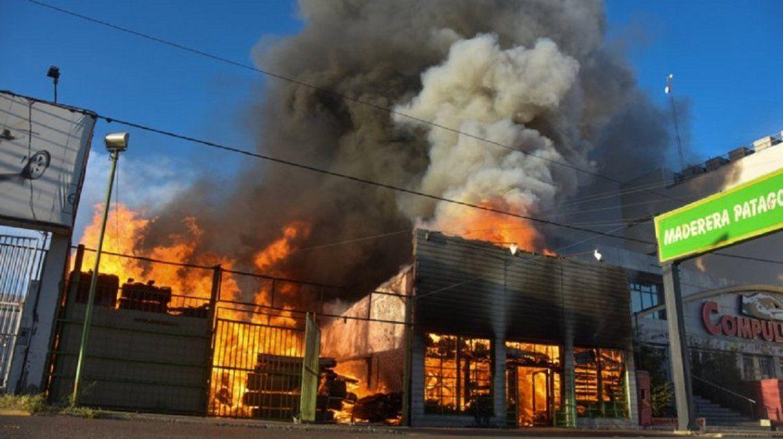 Maderera Patagonia el el comercio que ardió este lunes feriado