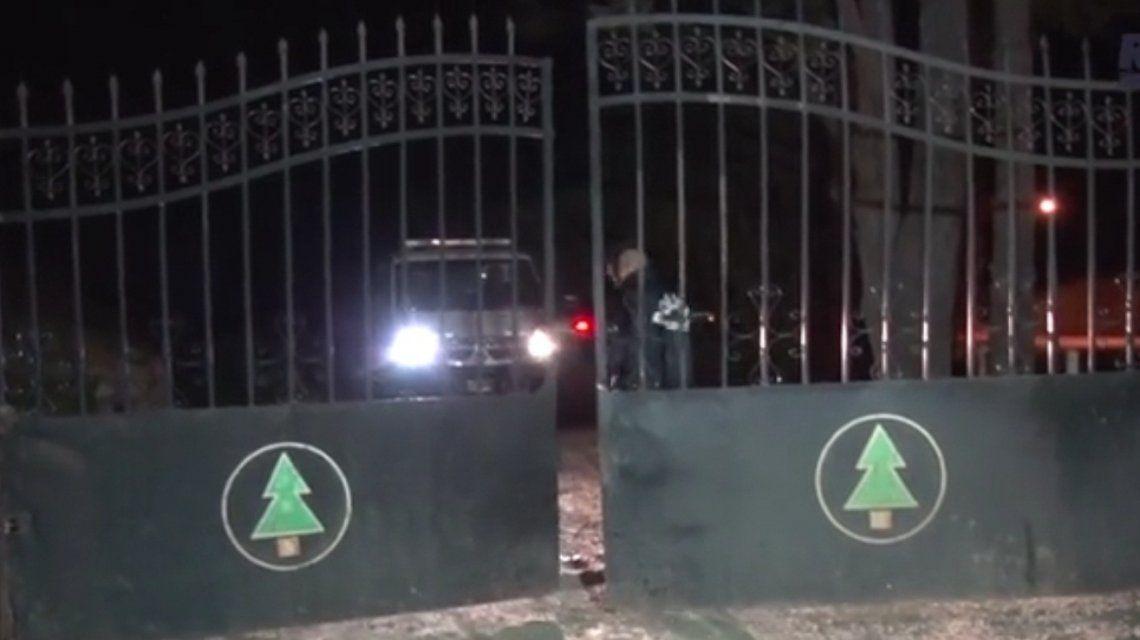 Puerta de acceso al cementerio donde está la Morgue Judicial de Esquel