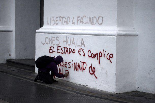 Pintadas en el Cabildo pese a la fuerte custodia<br>