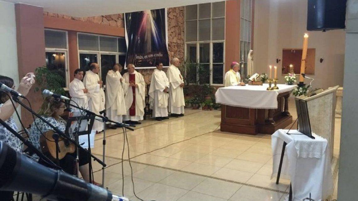 Robo a una iglesia: los ladrones se llevaron la alcancía y hasta unos santos