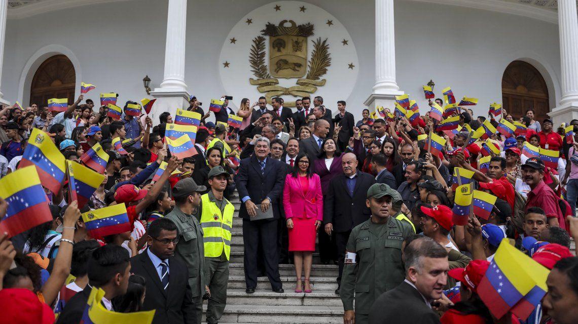 La ANC de Maduro tomó juramento a los 18 gobernadores oficialistas