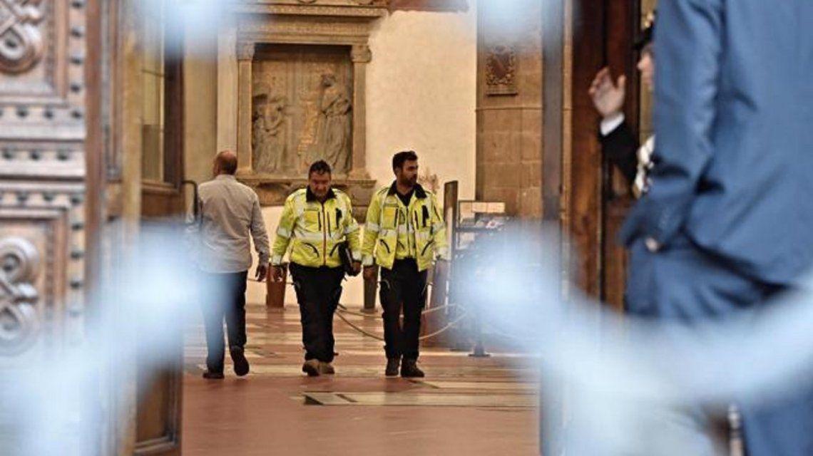 Italia: se cayó una piedra de una iglesia y un turista murió aplastado