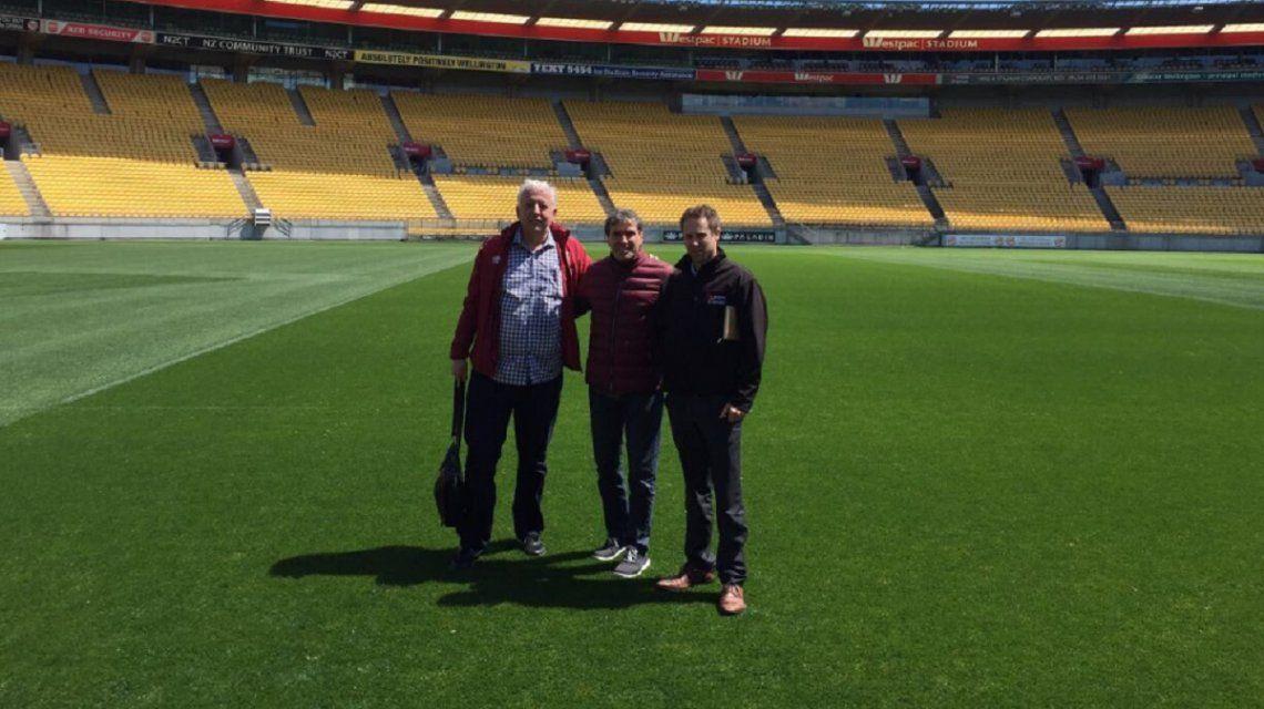 Directivos peruanos ya pisaron el césped del Westpac Stadium (foto: @SeleccionPeru)