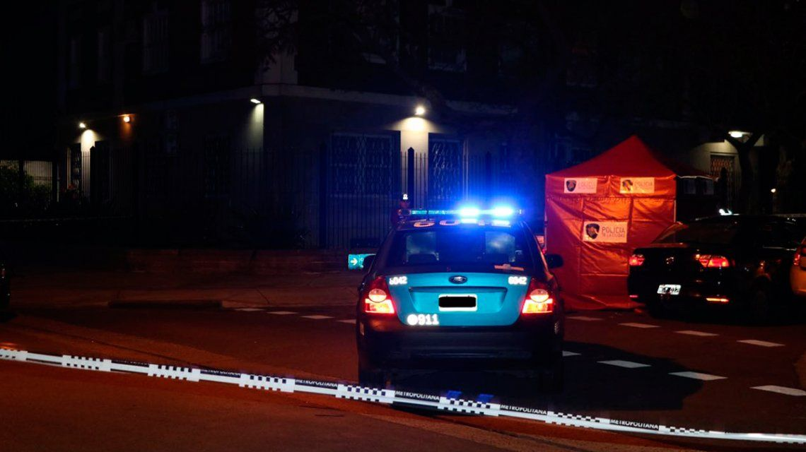 Robo, persecución por 15 cuadras y tiroteo: un delincuente muerto y tres detenidos