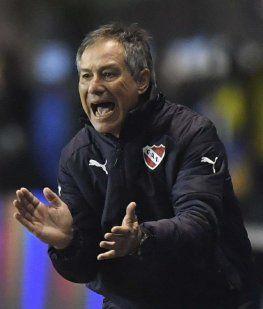 Los barras de Independiente apretaron duramente a Holan