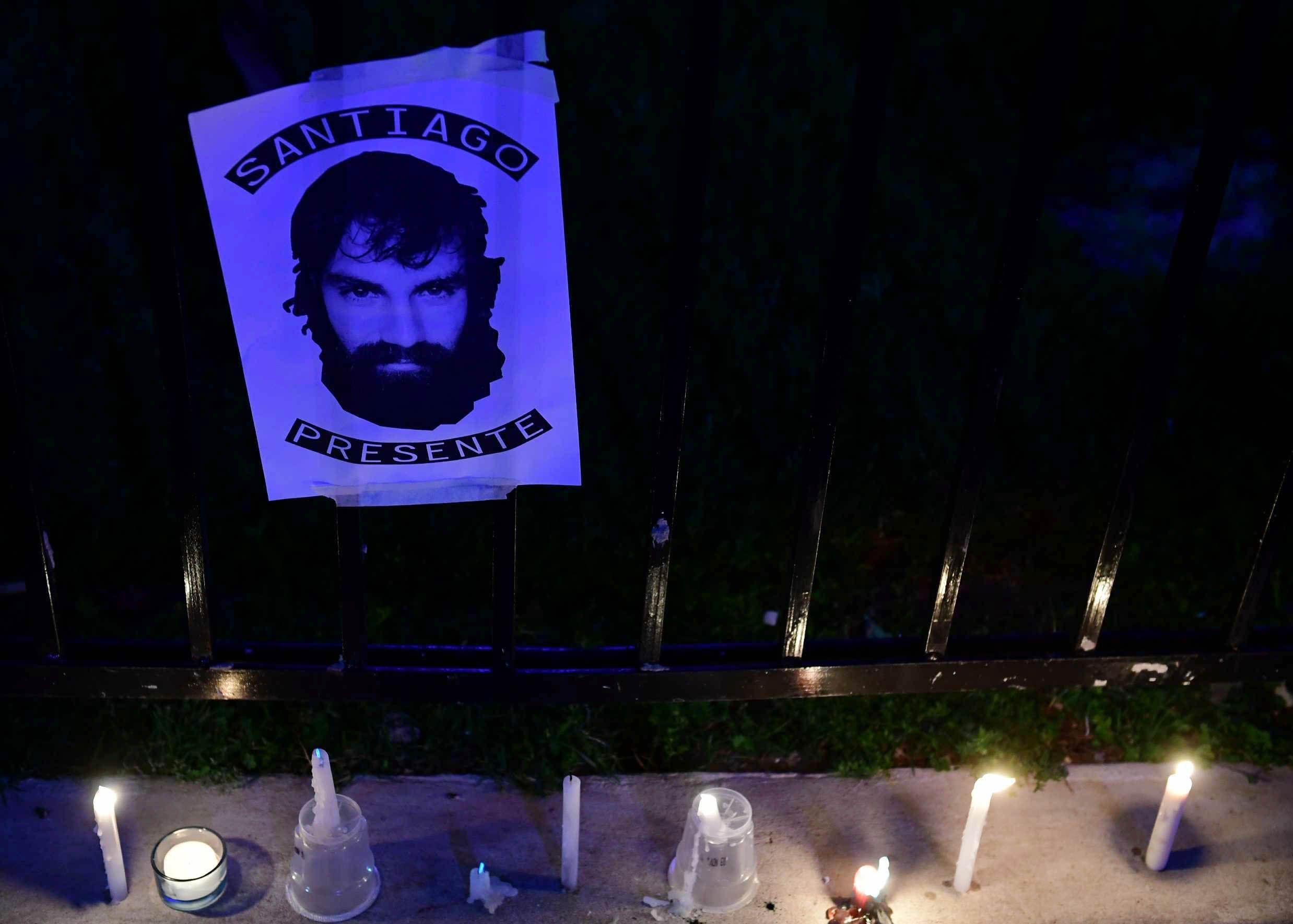 El juez confirmó que no hay lesiones y que en dos semanas se sabrá cómo murió Santiago
