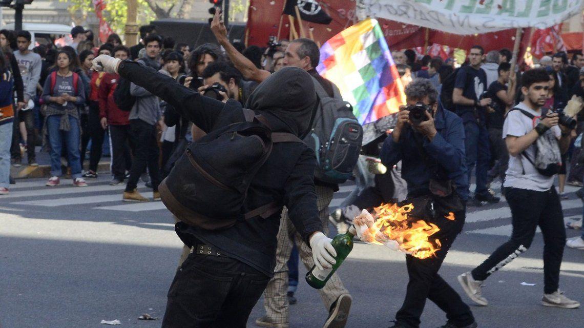 Incidentes en la marcha en reclamo de justicia por Santiago Maldonado