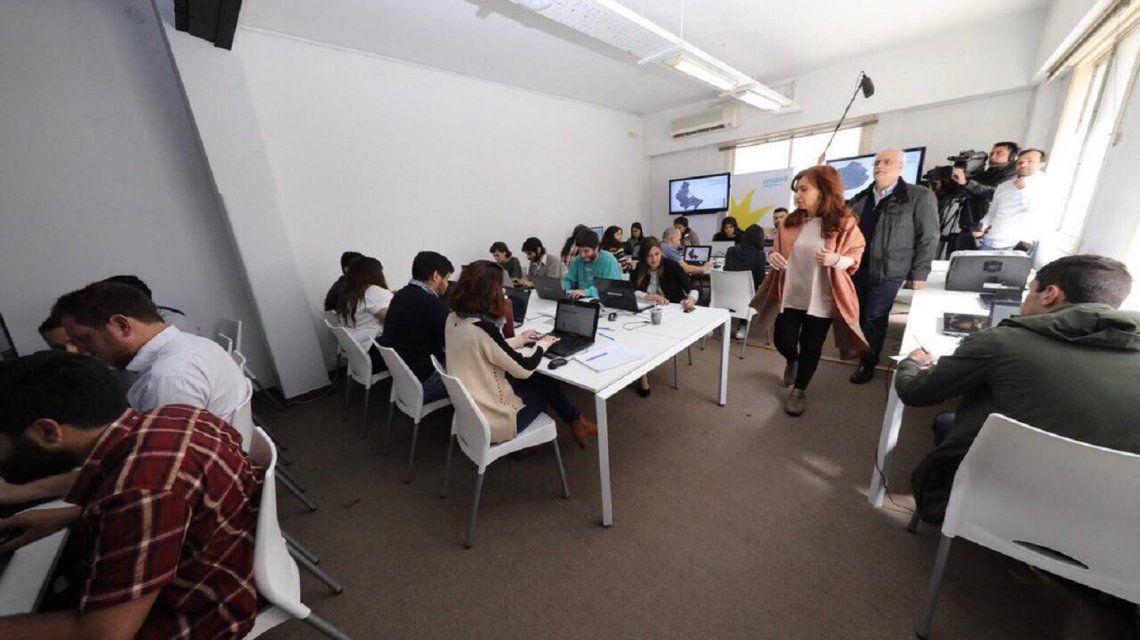 Cristina Kirchner y Jorge Taiana recorrieron el Centro de Cómputos de Unidad Ciudadana