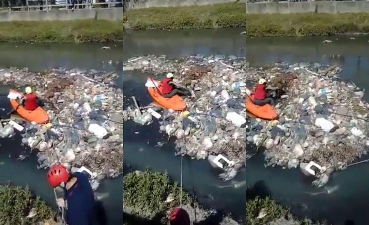 El duro rescate de un perrito en medio de un arroyo