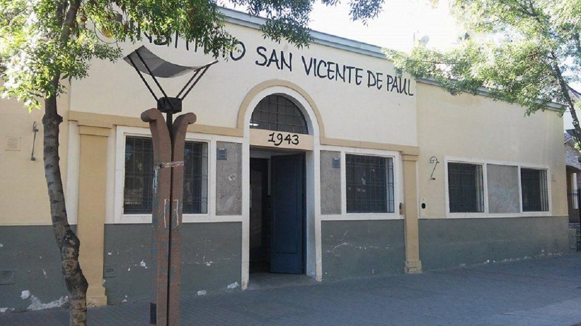 Mendoza: un votante hizo pis en el cuarto oscuro