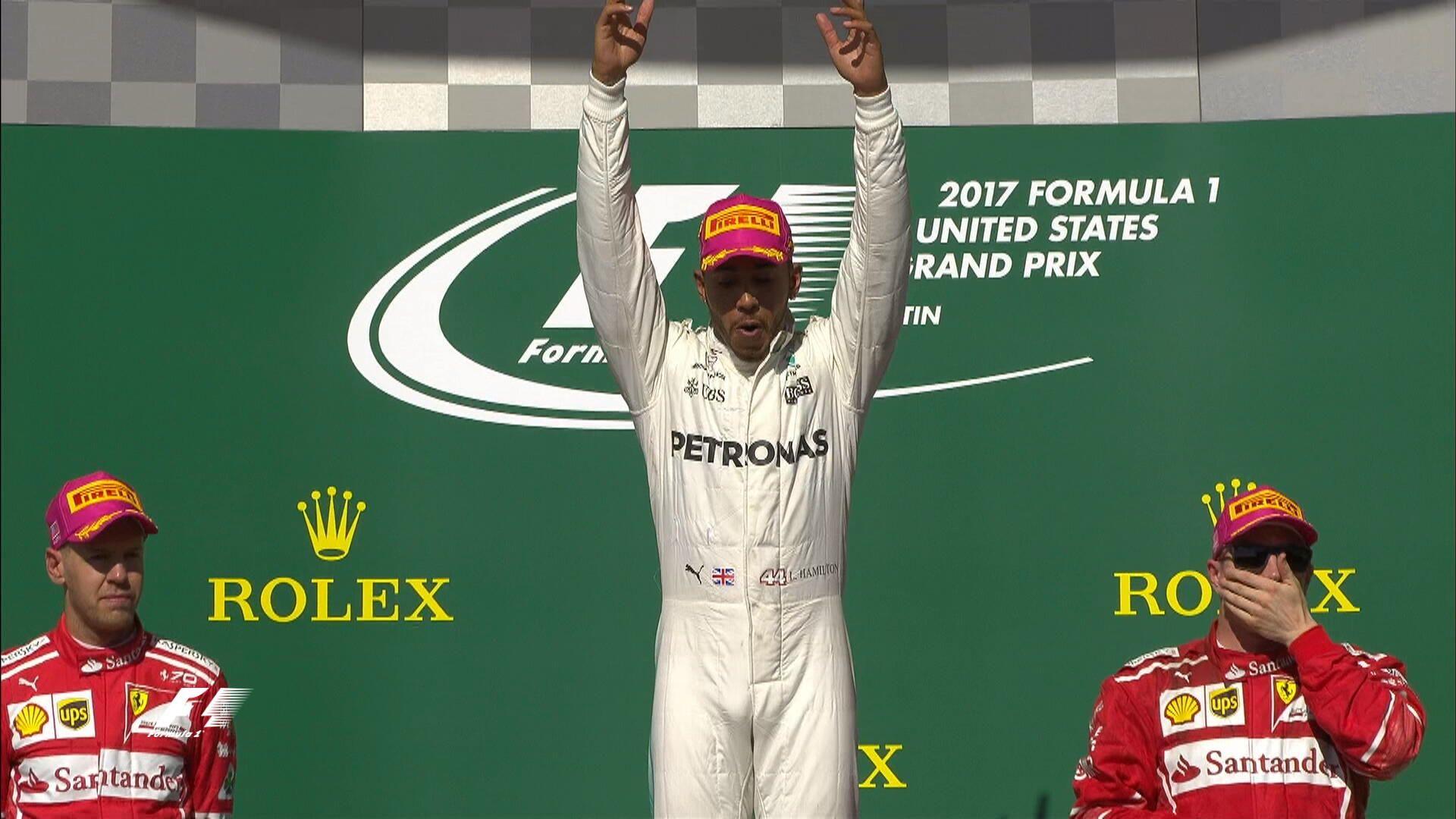 Lewis Hamilton celebrando en el podio