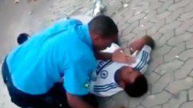 VIDEO: En una pelea callejera, un policía mató a un hombre con una toma