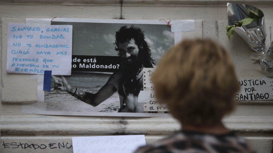 Cartel en la morgue por Santiago Maldonado