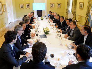 Macri junto a gobernadores y funcionarios nacionales