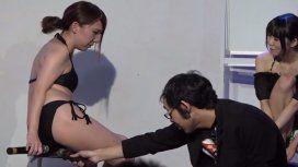 VIDEO: Actrices porno japonesas lanzan flatulencias en vivo para sus fans
