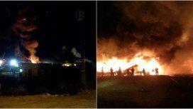 Garín: incendio en una fábrica de aerosoles