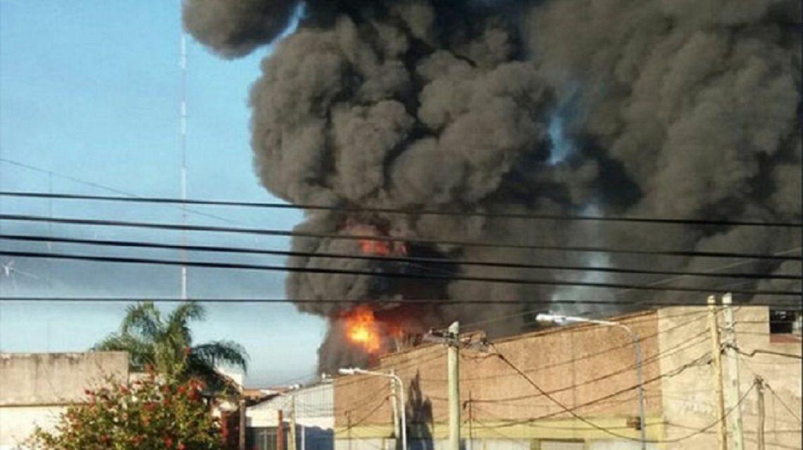 Explosión e incendio de una fábrica de pinturas en San Justo