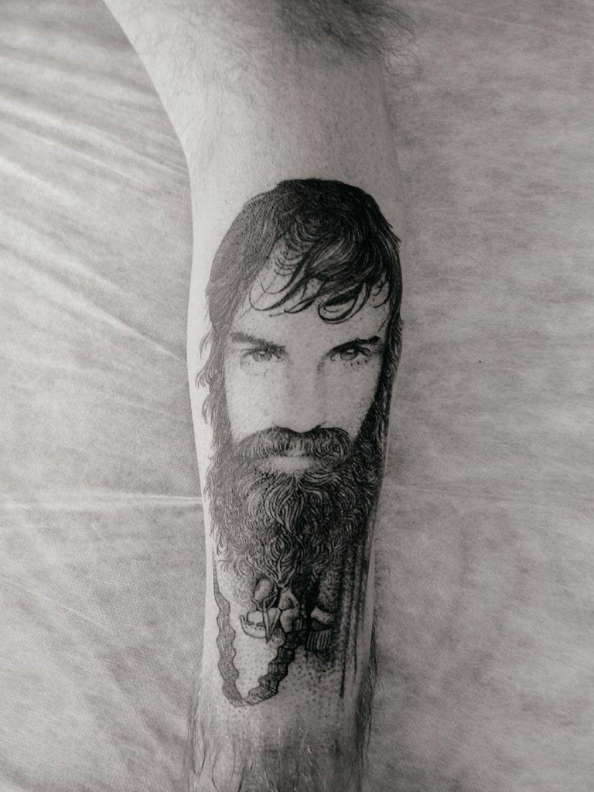 Sergio Maldonado se tatuó a Santiago en su brazo izquierdo