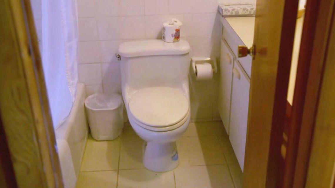 El baño está reforzado para evitar que los huéspedes tengan accidentes