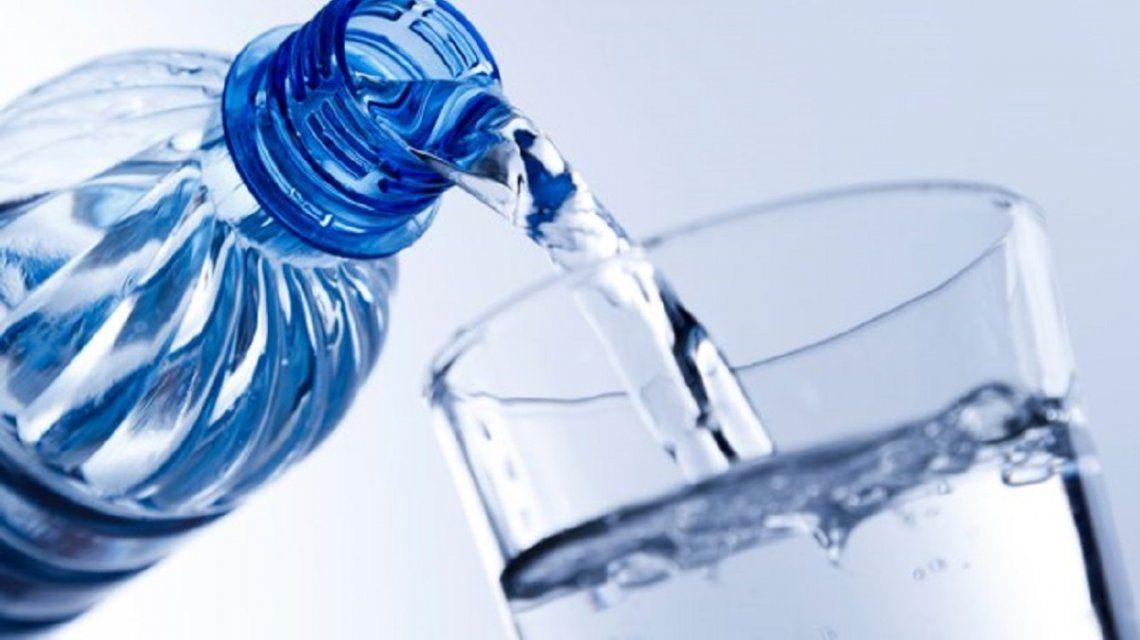 ¿Qué cantidad de agua hay que tomar por día?