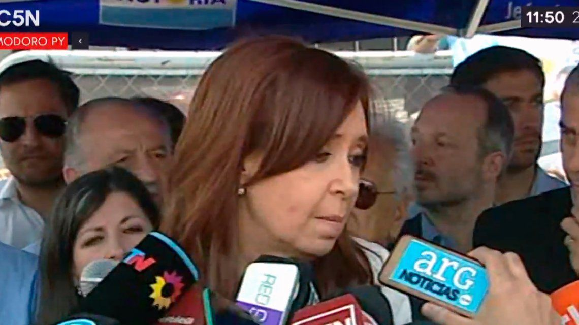 Cristina Kirchner al salir de Comodoro Py: Es un gran disparate jurídico