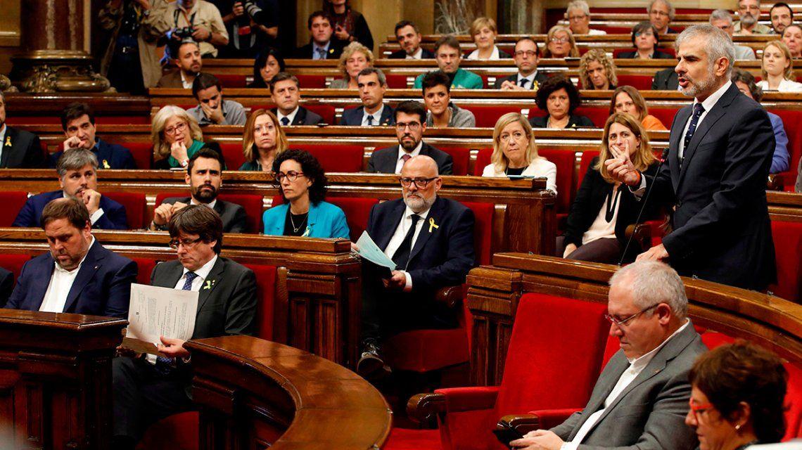 El Parlamento de Cataluña declaró su independencia por amplia mayoría