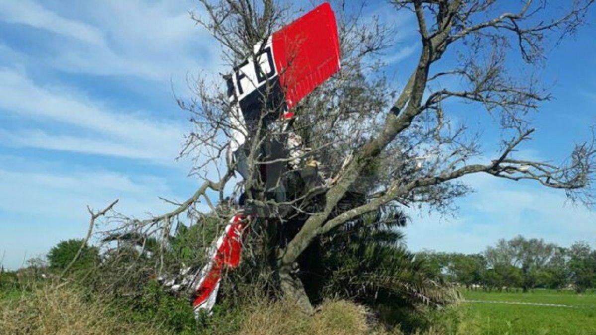 Tragedia en Santa Fe: murió un piloto al caer un avión e incrustarse en un árbol