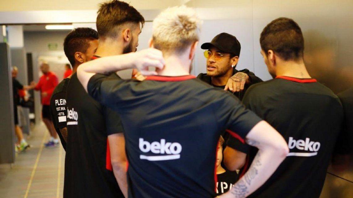 Neymar estuvo en el entrenamiento del Barcelona