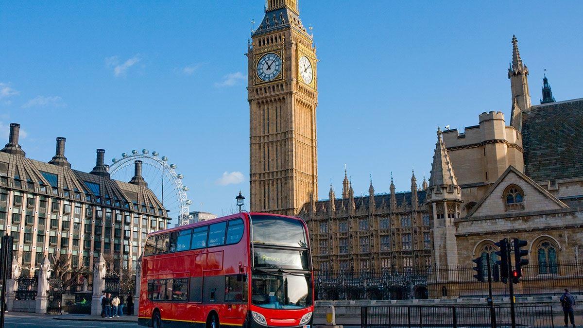 El Big Ben y un micro de doble piso