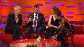 VIDEO: El polémico manoseo de Adam Sandler a una actriz en un programa en vivo