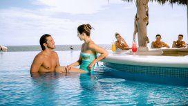 Los hoteles all inclusive suelen presentar la barra en la piscina