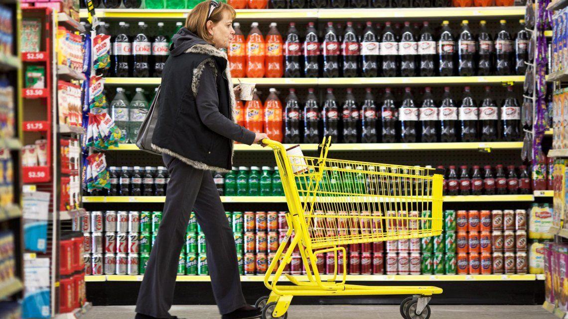 Las gaseosas y bebidas alcohólicas, más caras: cuadruplican el impuesto interno