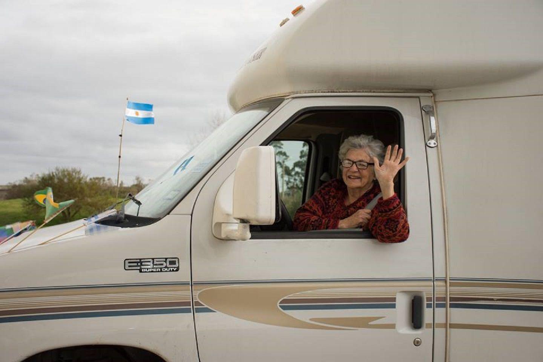 ¡Nunca es tarde! Tiene 80 años, vendió todo y se fue a viajar en motorhome