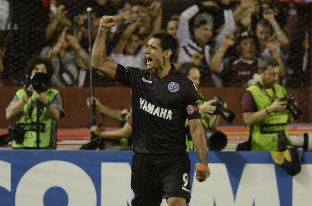 Pepe Sand celebra uno de sus goles<br>