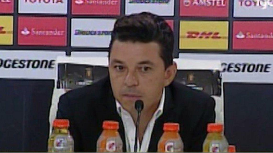 Gallardo tuvo para tomar cuatro botellas durante la conferencia