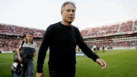 Ariel Holan ingresando al Libertadores de América