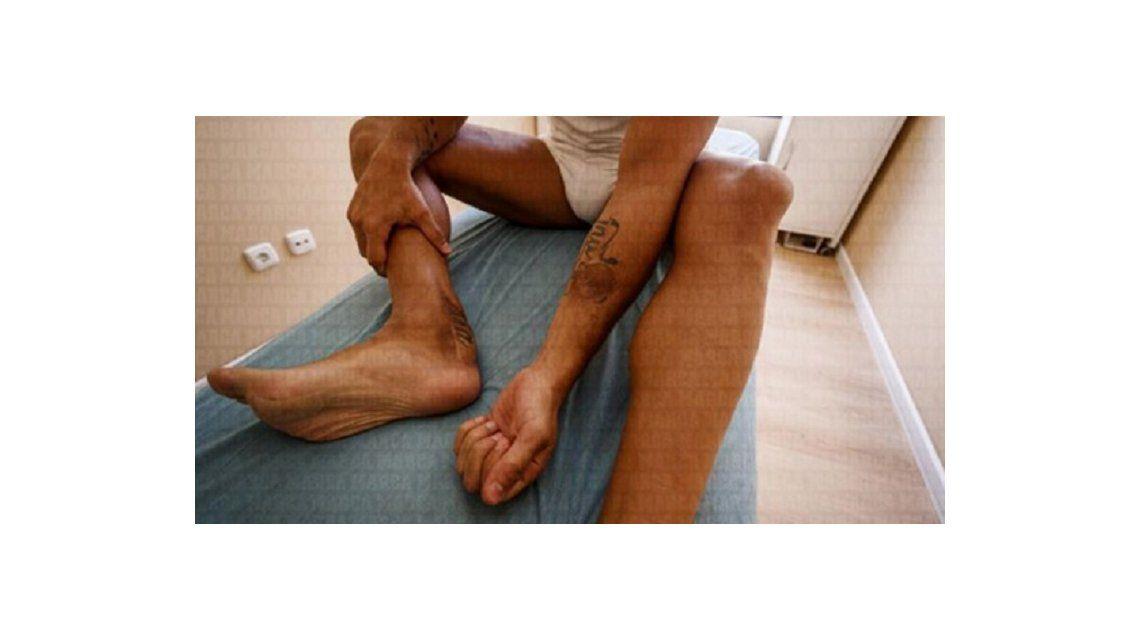 El calvario de Santi Cazorla: no puede volver a jugar y le injertaron piel del antebrazo en el tobillo