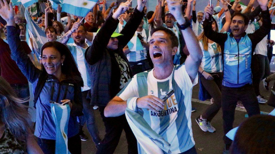 Maratón de Nueva York: los argentinos correrán con la camiseta albiceleste  y una cinta de luto