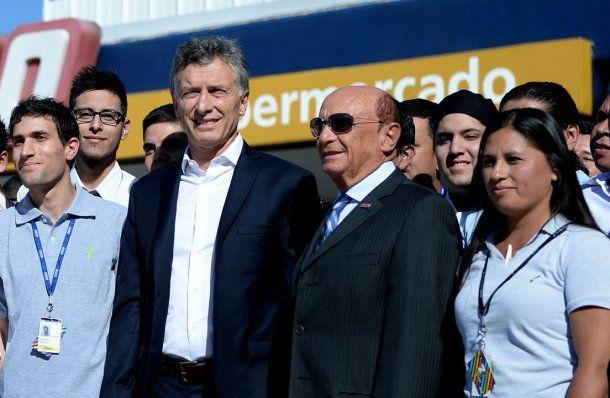 <p>Macri junto con el presidente de Coto</p>