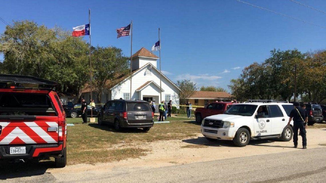 Otro atentado: un tiroteo en una iglesia de Texas dejó al menos 27 muertos