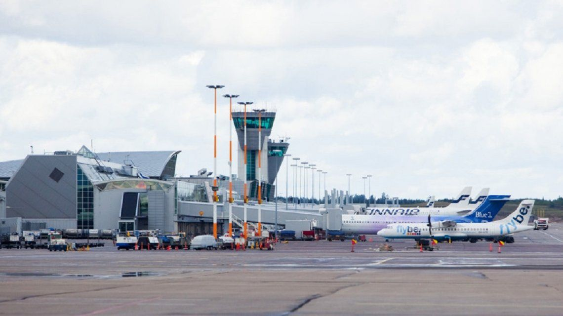 Una línea aérea generó un gran revuelo por pesar a los pasajeros antes de embarcar