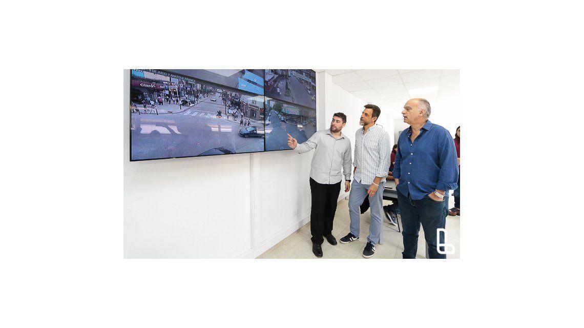Grindetti y Kravetz en el nuevo Centro de Monitoreo